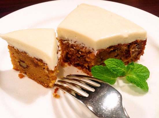 NAILEY'S GRILL: Carrot cake