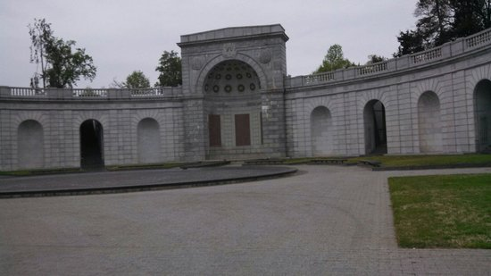 Arlington National Cemetery: At the gate into the grounds