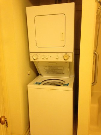 Wyndham Patriots Place: Washer and Dryer in our room