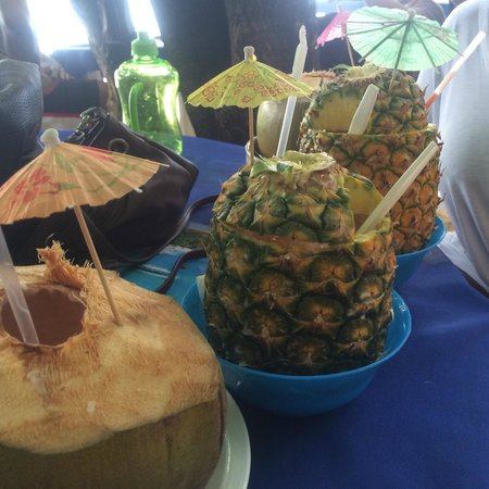 Casa Marina Beach & Reef: Piña coladas and coco locos off the resort