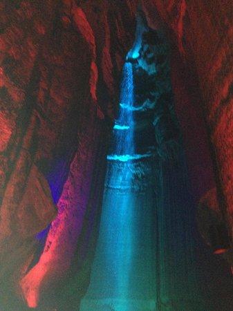 Ruby Falls : the waterfall