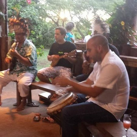 Cabanas Tokerau : Tocando el Djembe