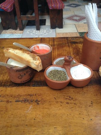 Chez Maggy: Bread and salsa