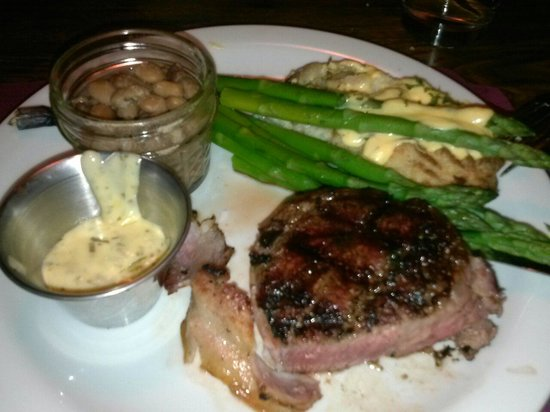 Cell Block Steak House: Filet mignon cooked to perfection - medium rare on the rare side YUMMY!!