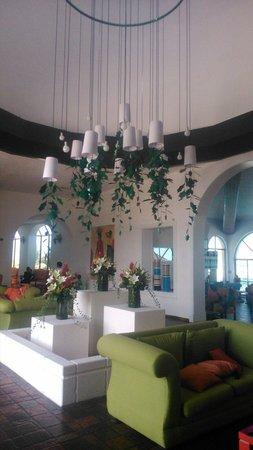 All Ritmo Cancun Resort & Waterpark: Lobby, aunque conozco el Sandos caracol, este hotel tiene lo basico para megadivertirse. Recomen