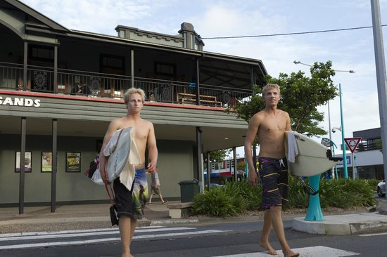 Coolangatta Sands Backpackers: Surfs up