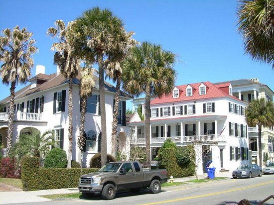 Charleston Footprints Walking Tours: More houses