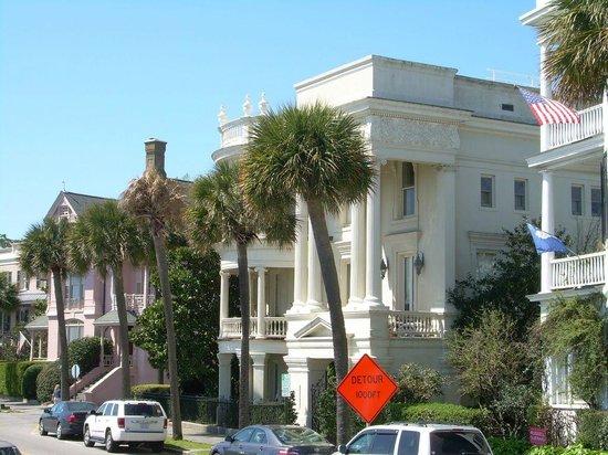 Charleston Footprints Walking Tours: Houses facing waterfront