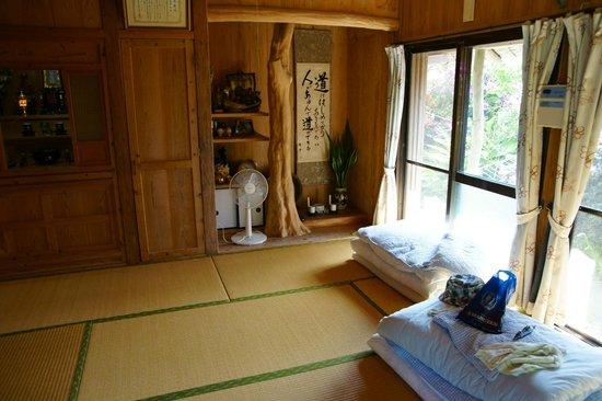 Minshuku Izumiya : 快適な琉球畳の間