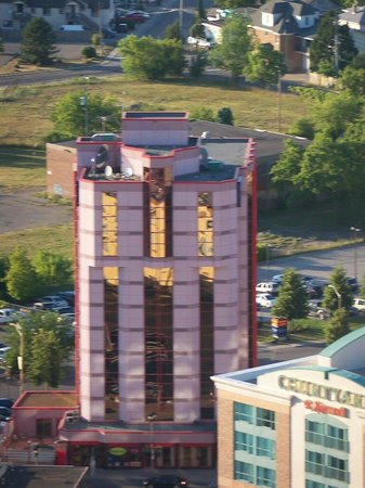 Travelodge Niagara Falls Hotel by the Falls: Travelodge hotel from the Skylon Tower