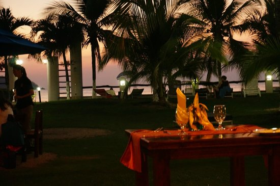 Bahia del Sol Beach Front Boutique Hotel : Outdoor dining