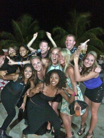 Ocean Coral & Turquesa: Karaoke night!