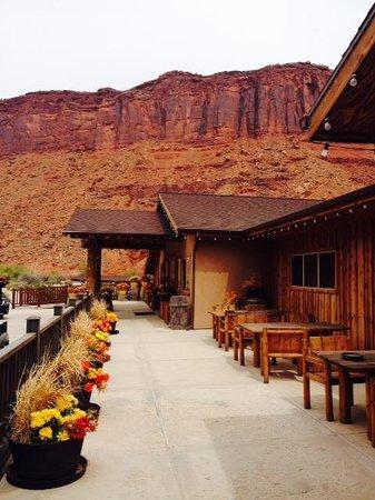 Red Cliffs Lodge: Main entrance
