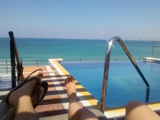 Hotel Suites Nadia: Alberca tipo infinity