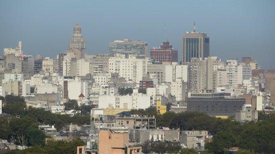 Days Inn Montevideo: Vista do salão de café da manhã - centro da cidade