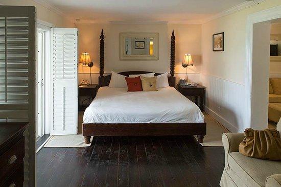 Coral Sands Hotel: Bedroom area