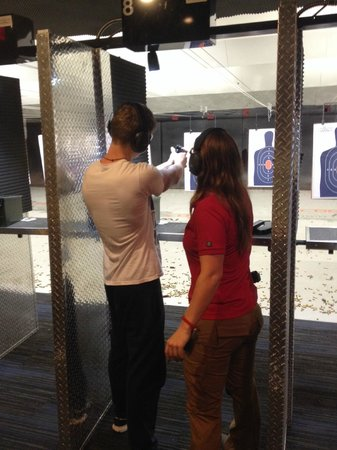 Lock & Load Miami : Giving the Beretta 9mm handgun a try