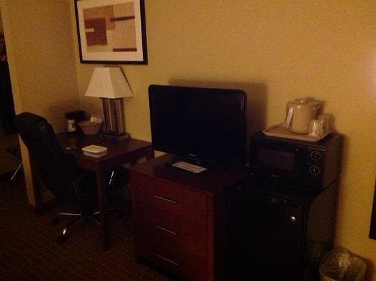 Quality Inn and Suites Davenport: updated room