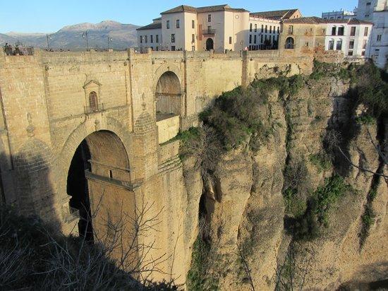 Parador de Ronda: Vista da Ponte Nova e do hotel