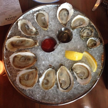 Island Creek Oyster Bar : Dozen oysters