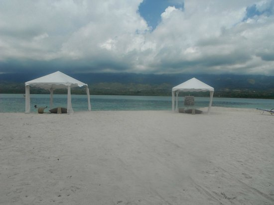 Badian Island Wellness Resort: private beach and where dinner was served too