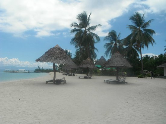 Badian Island Wellness Resort: private beach
