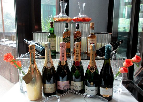 The Qube: Champagne selection