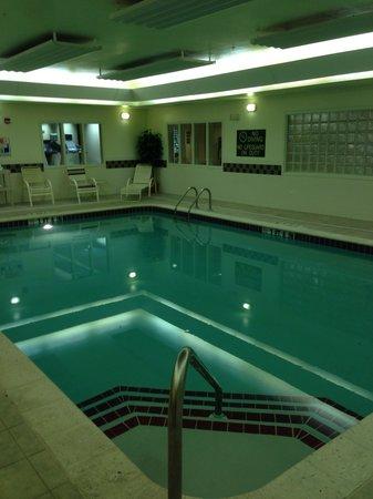 Homewood Suites by Hilton Columbus / Dublin: Pool area