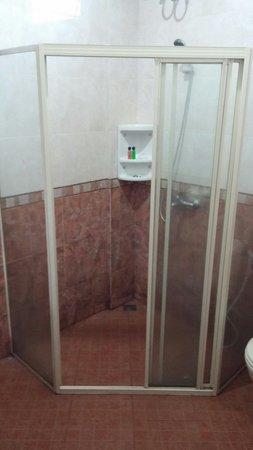 Bintan Agro Beach Resort: Shower