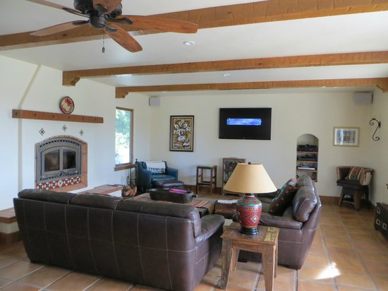 The Inn at Croad Vineyards: Lounge room area