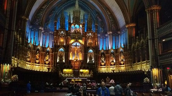 Notre-Dame Basilica: Center altar. Engulf in many colors.