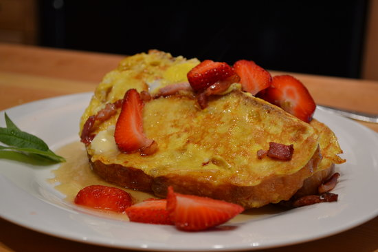 Monkeys B&B : French Toast for Breakfast