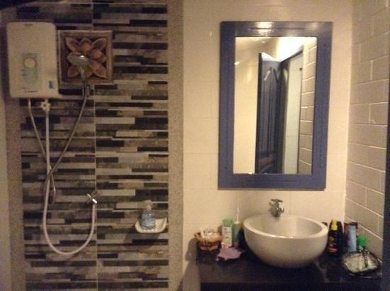 Soontreeya Lanta: bathroom