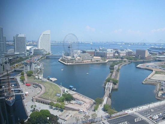 New Otani Inn Yokohama Premium : 昼間の港側