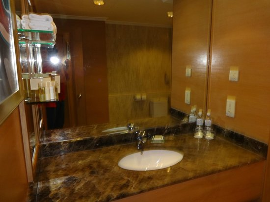 Pullman Kuala Lumpur City Centre Hotel And Residences : Bath Sink