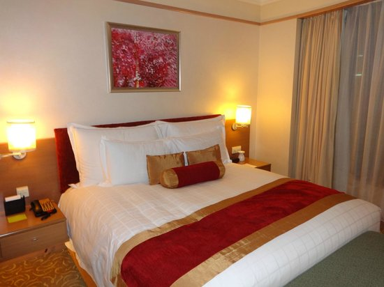 Pullman Kuala Lumpur City Centre Hotel And Residences : Comfortable King Bed