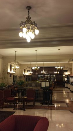 Castelar Hotel & Spa: Elegant dining room and lobby