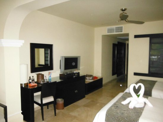 Grand Sunset Princess All Suites Resort: Habitacion