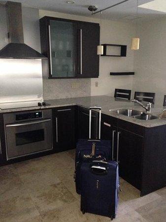 Key West Marriott Beachside Hotel: kitchen