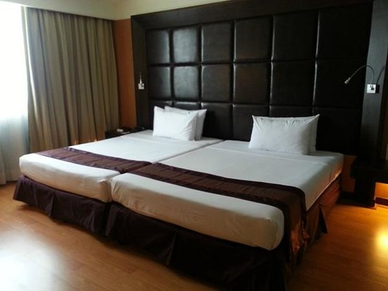 The Twin Towers Hotel: Comfortable Beds