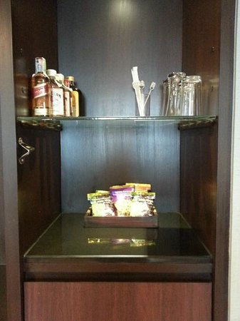 The Twin Towers Hotel: Twintower Nice Cabinet