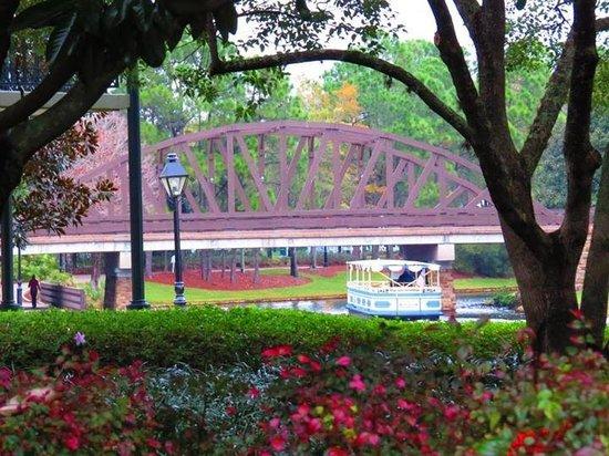 Disney's Port Orleans Resort - French Quarter : Boat Shuttle to Downtown Disney