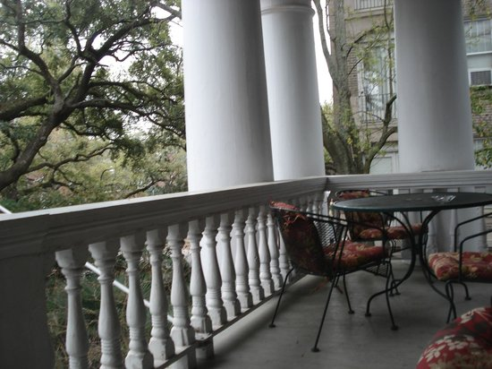 Columns Hotel: Second Story Front Porch/Patio
