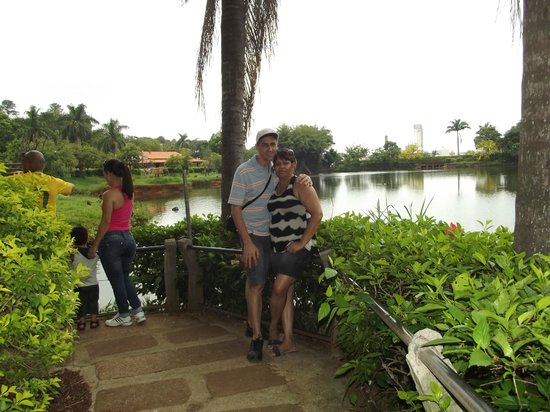 Americana, SP: Lago principal do Zoológico
