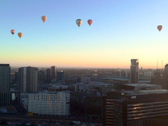 Global Ballooning Australia: Sunrise over Melbourne