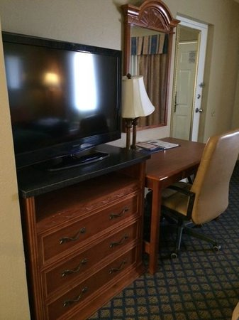 Comfort Inn: Flat Screen TV