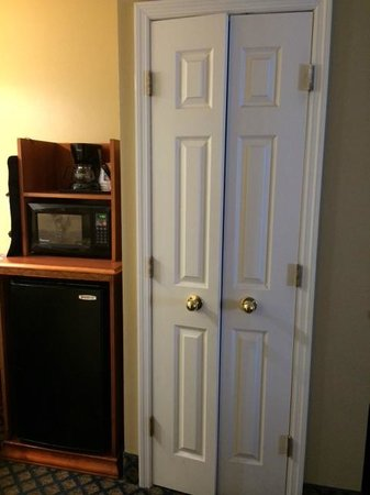 Comfort Inn: Microwave, coffee maker and Refrigerator
