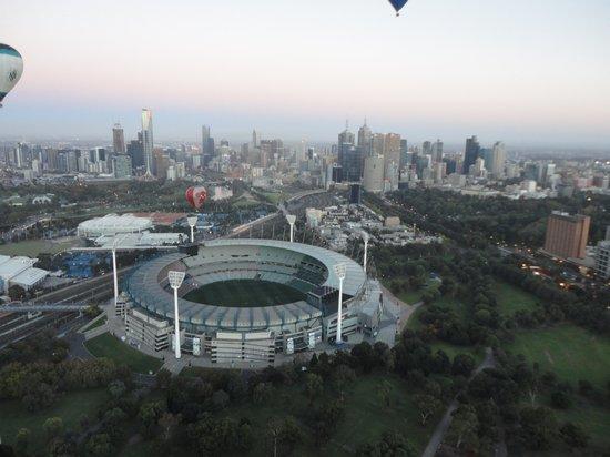 Global Ballooning Australia: The MCG 7am Anzac day