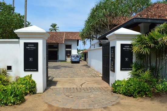 Paradise Road The Villa Bentota: The entrance from the small road