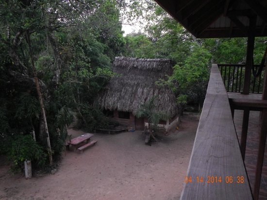 Martz Farm Treehouses and Cabanas Ltd.: Balcony view of the Kitchen